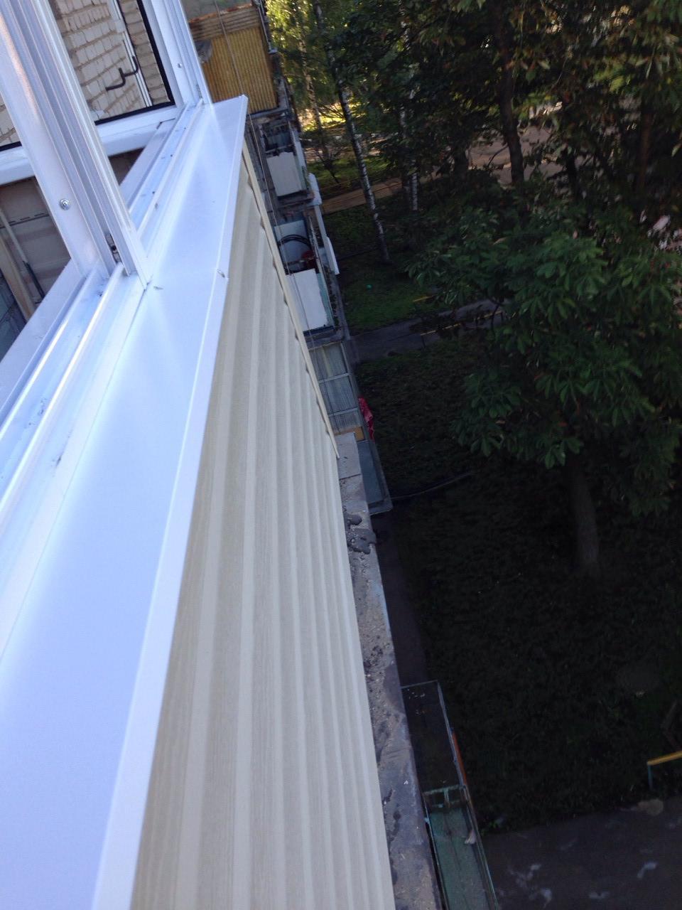 Установка крыши балкона мзск.